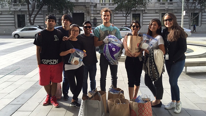 Hult students bring spirit of Thanksgiving to the homeless