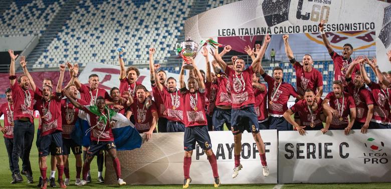 Goal! Professional Italian footballer starts Hult's Dual Degree program